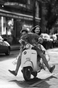 pareja moto risa